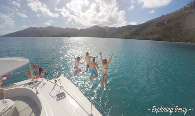 Sailing-the-Whitsundays-boat-jumping